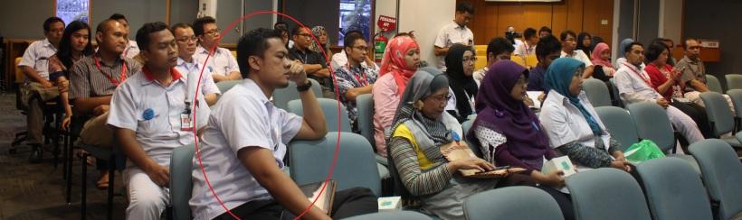ini si Bapak yang buat saya sesaat merasa gagal sebagai pembicara!! :p